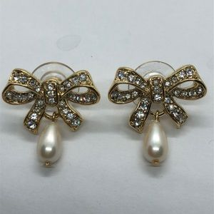 NWOT Stunning VTG Trifari Bow Earrings